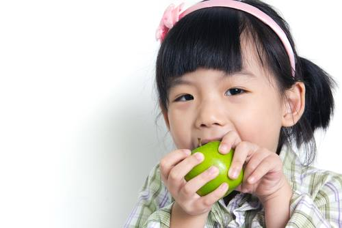 3-6 year old eating an apple